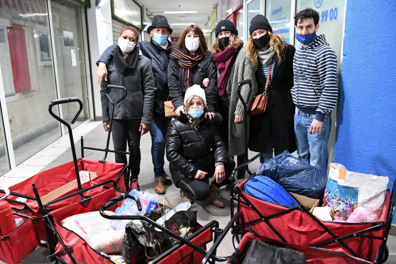 Les charriots du cœur remplis de vêtements, de produits d'hygiène et du précieux repas chaud...