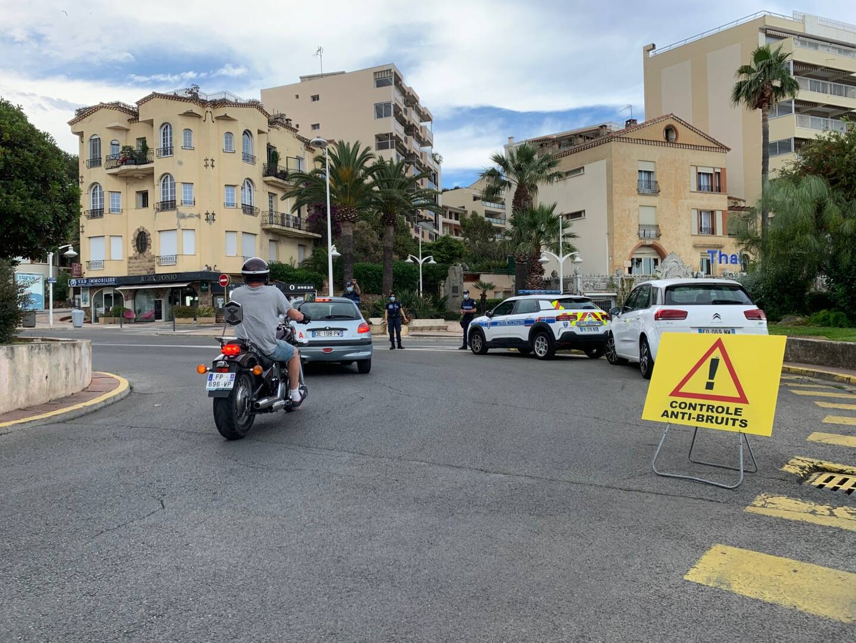 Six policiers municipaux ont été mobilisés hier, déplaçant le point de contrôle de quartier en quartier tout au long de la journée.