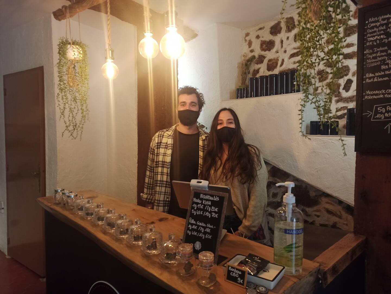 Alex et Lisa vous attendent dans leur magasin High Five CBD, dans le centre ancien.