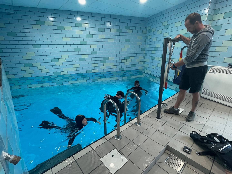Céleste, Martin et Alexandre ont plongé dans une eau à 23 degrés.