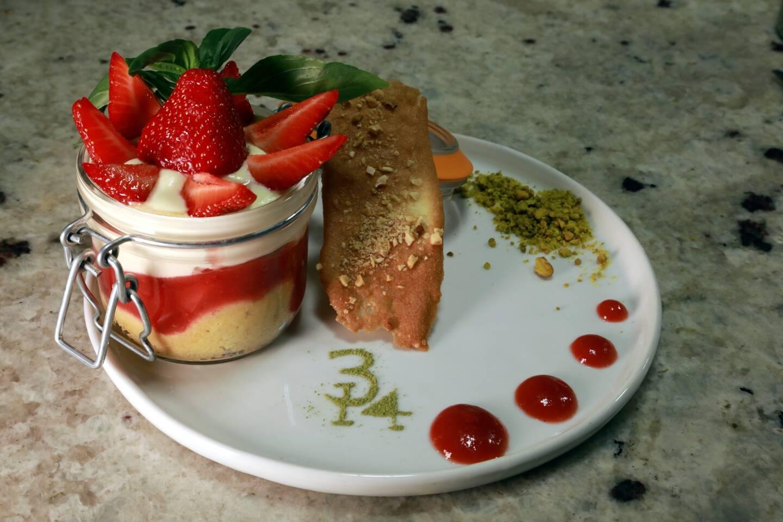 Le tiramisu fraise, basilic et thé vert.