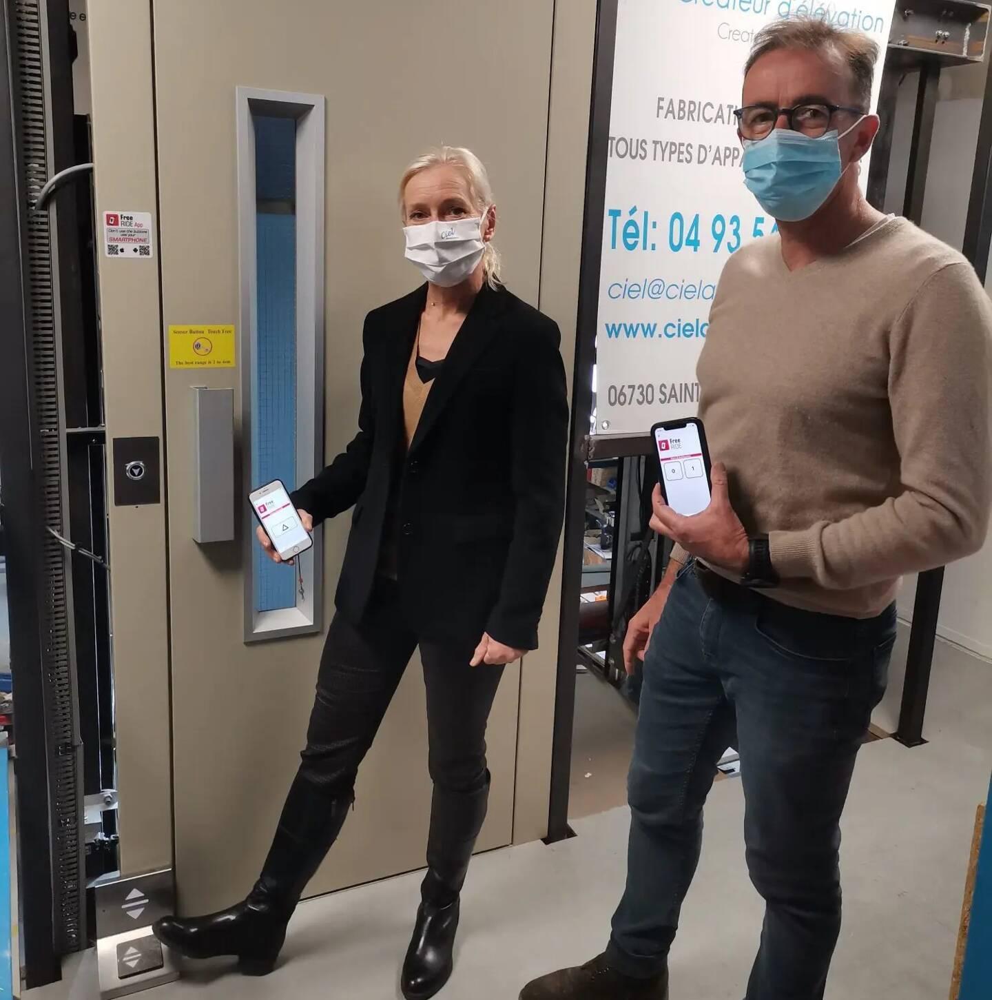Dans leur atelier de Saint-André, Siegrid et Frédéric Chané, gérants de Ciel Ascenseurs, testent leurs solutions sans contact.