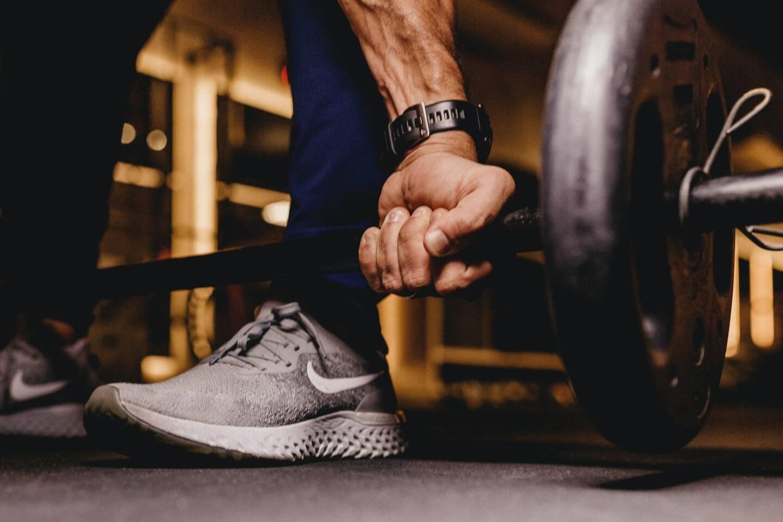 Perdre du poids avant une compétition, augmenter ses performances ou améliorer son endurance en jouant sur le levier alimentation: les motivations légitimes des sportifs sont encouragées par de nombreuses offres commerciales dont le fondement scientifique n'est pas toujours établi.