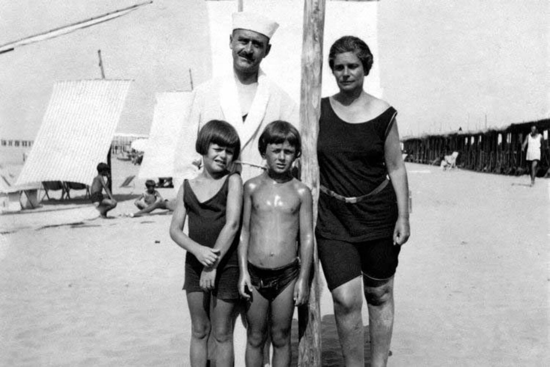 A la plage, en 1933