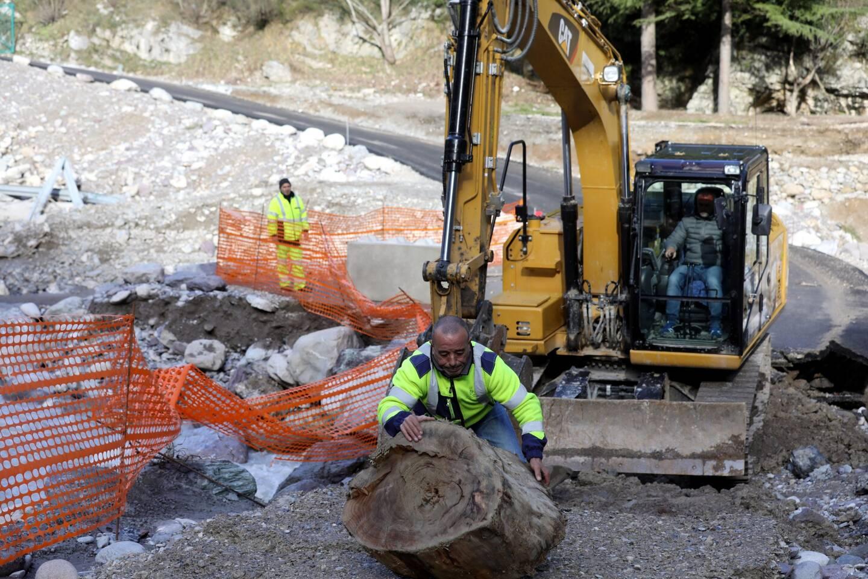 La réfection du passage à gué du Cairos entre Breil et Fontan était en cours, hier après-midi.