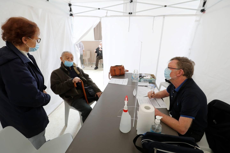 Le Centre de vaccination intercommunal de Menton mise avant tout sur la relation humaine avec les patients.