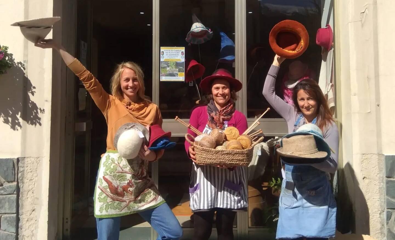 Toute l'équipe de cet atelier-boutique a réconforté les habitants et remis au goût du jour le travail du tricot.