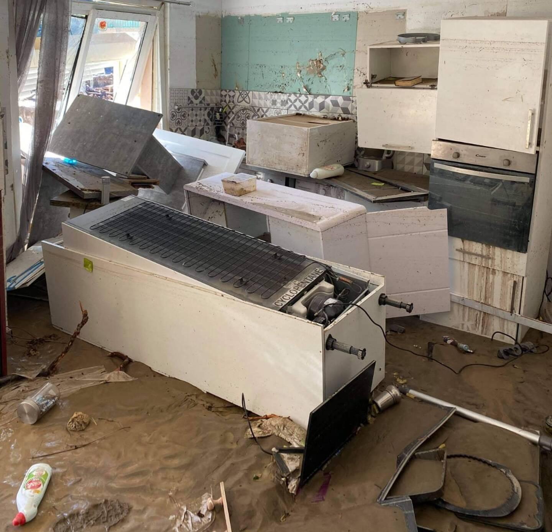 """""""Les baies vitrées sont tombées, l'eau est montée jusqu'au plafond et a tout détruit"""", témoigne Anaïs,habitante de Brei"""