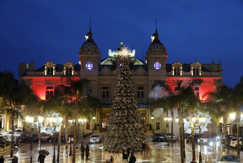 La place du casino toute en lumières à Monaco