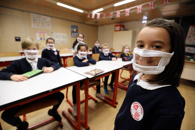 À l'école des Révoires, environ 120 élèves ont été équipés de masques transparents, ainsi que 2 enseignants.