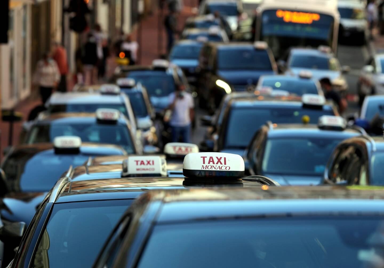 Un convoi en marche lente n'est pas passé inaperçu dans le rues de Monaco.