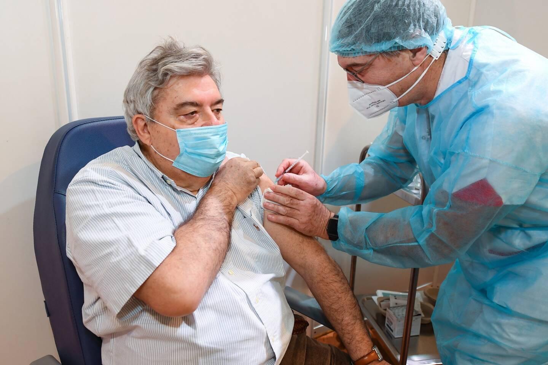 Le ministre D'Etat Pierre Dartout, âgé de 67 ans, s'est fait vacciner ce mardi.