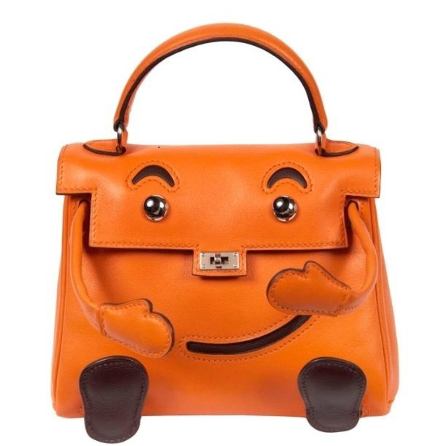 Edition Limitée 2000 de ce mini-sac en veau orange et marron. Estimation: entre 10.000 et 15.000 euros.