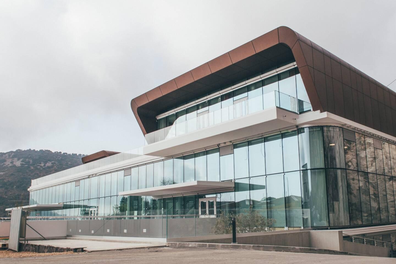 Les clés du bâtiment principal ont été remises à la direction du club ce vendredi (jour de la photo). L'aménagement des espaces se poursuivra jusqu'à l'été 2022.