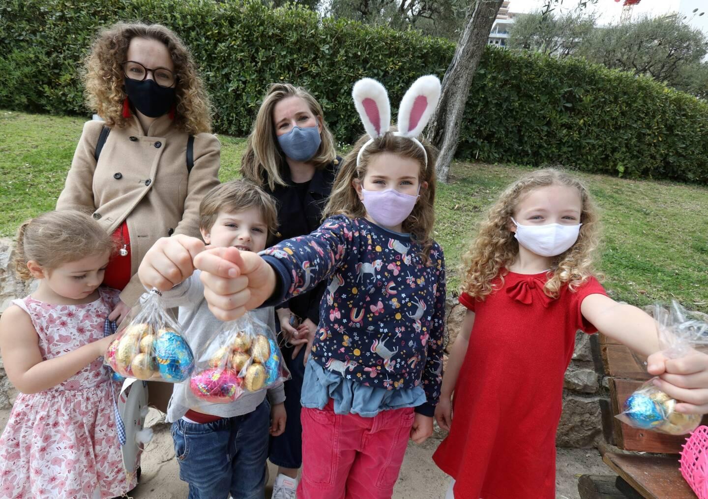 La Covid n'a pas eu raison de la chasse aux œufs. 250 enfants se sont lancés, dimanche, aux basques d'un lapin malade à Monaco.