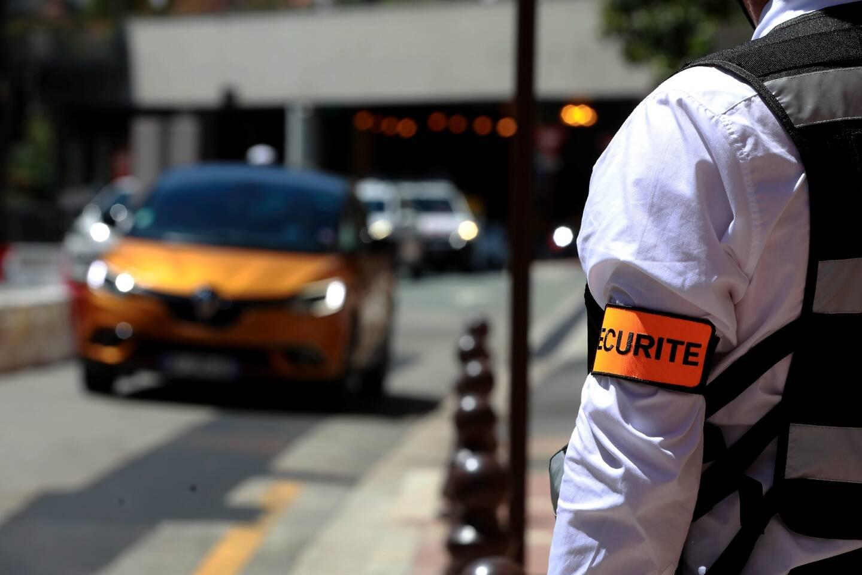 Durant les quatre jours du Grand Prix de Monaco, que ce soit en mer ou sur le territoire, les contrôles et le dispositif de sécurité seront très denses. Cette année, des agents de sécurité privée renforcent le dispositif de la Sûreté publique.