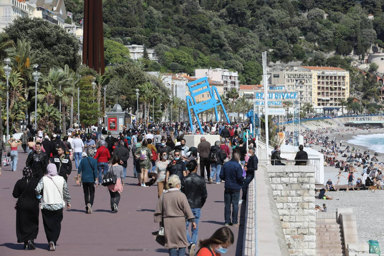 Déjà comme un air de déconfinement ce dimanche sur la promenade des Anglais, à Nice.