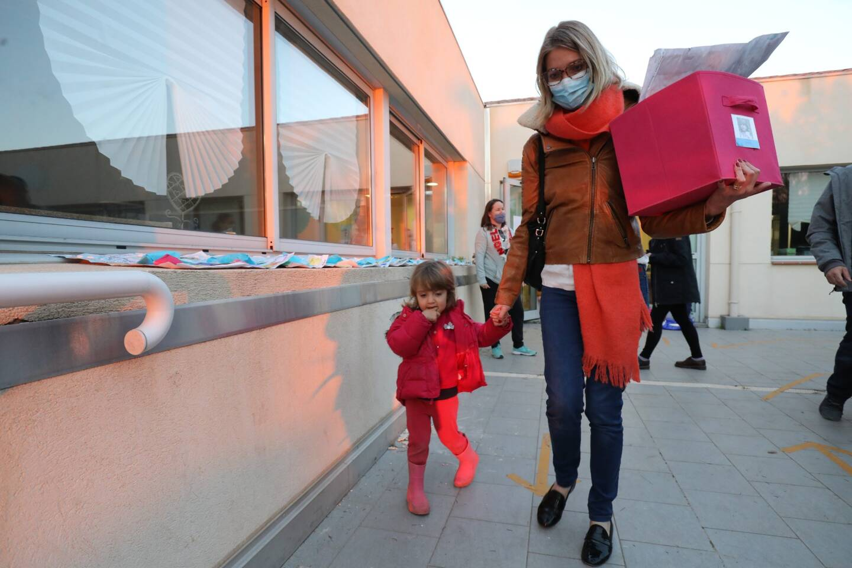 Audrey éprouve une «immense peine et haine», en venant chercher sa fille Emma, pour la dernière fois, peut-être, à l'école Montessori de Nice-Fabron.