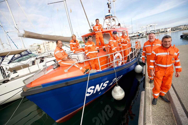Les bénévoles de la Société nationale de sauvetage en mer (SNSM) sont sur le pont en ces fêtes de fin d'année. Roland Clémence, le président se livre sur cet exercice si particulier.