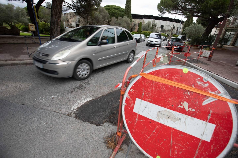 A partir de mercredi, la rue Henri-Vadon (fermée mardi à la circulation) change de sens. Elle ne sera plus accessible depuis le rond-point du 18 juin 1940. Elle reste en sens unique.