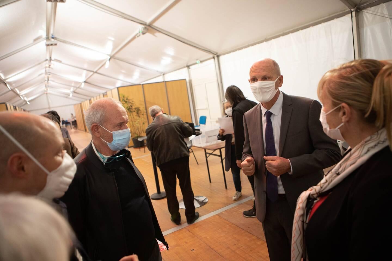 Alors que les chiffres de cas positifs sont à la hausse sur l'agglomération, le sous-préfet de l'arrondissement est venu constater l'accélération de la vaccination.