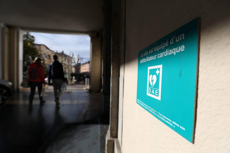 La ville de Saint-Raphaël ne compte aucun défibrillateur en extérieur.