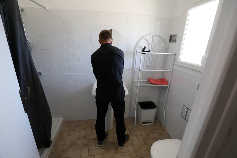 L'intérieur est également rénové, comme ici une salle de bain.