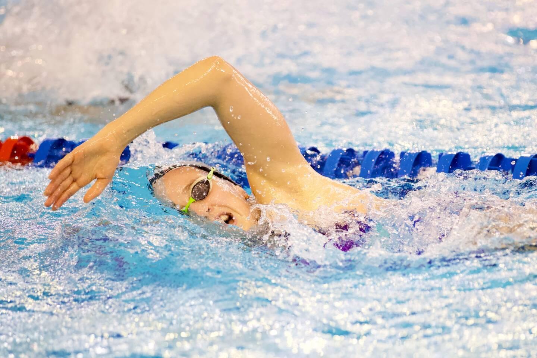 Lisa Pou, dans le grand bain des Championnats de France de natation