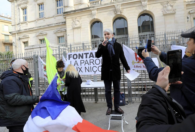 La manifestation a eu lieu devant le palais de justice.
