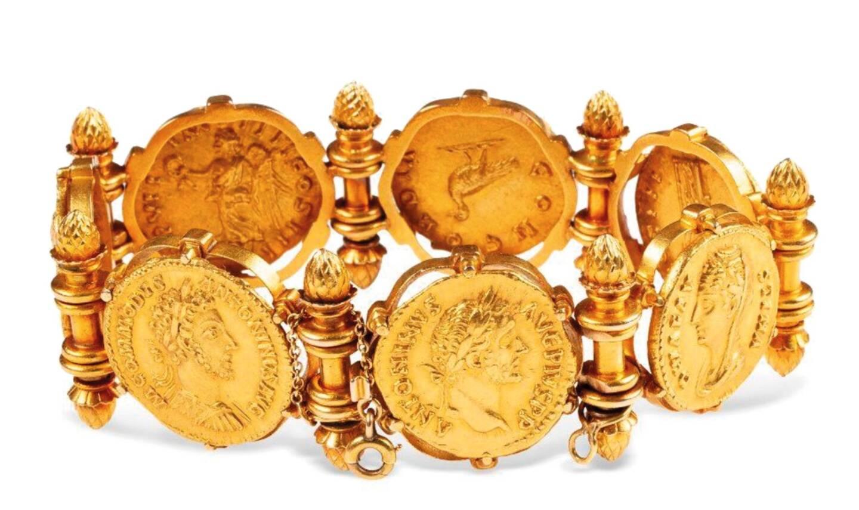 Un bracelet serti de pièces antiques, adjugé 38.000 euros.