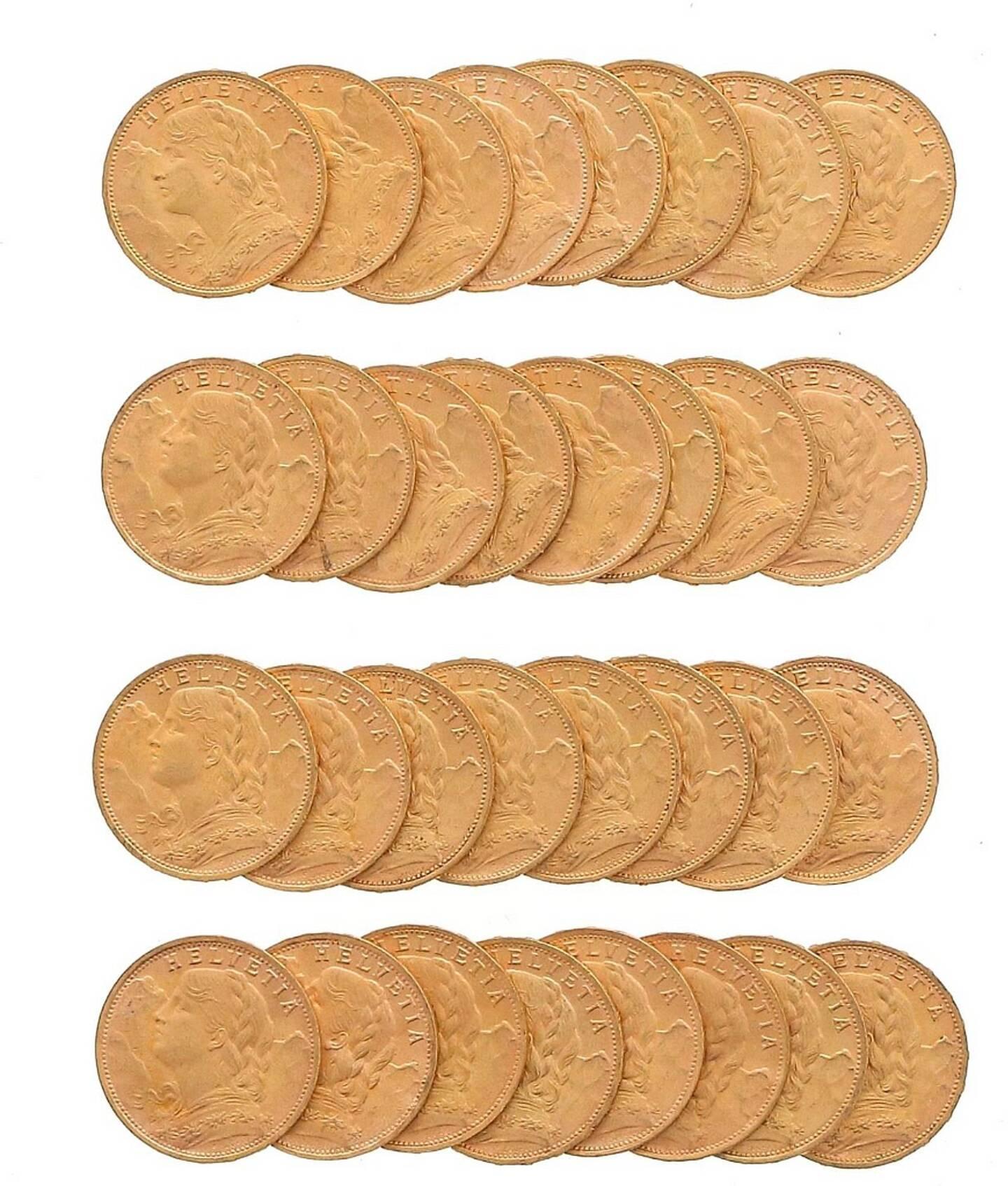 Plusieurs séries de pièces en or, vendues 8.500 euros.