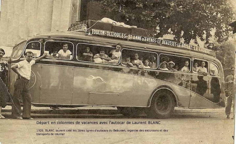 En 1926, un car de la compagnie Laurent Blanc affrété pour le transport des colonies de vacances.