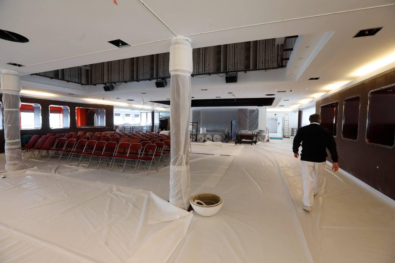 La salle de spectacle est rénovée.