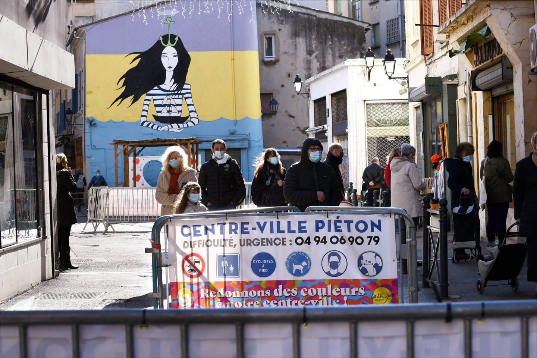 Après avoir rendu la corniche de Tamaris aux modes doux certains dimanches, la municipalité avait décidé d'expérimenter le week-end dernier le centre-ville fermé aux voitures sur sa partie «historique».