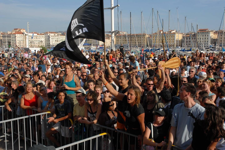 Septembre 2007, les All Blacks qui ont établi leur camp de base à Marseille, sont accueillis en grande pompe sur le vieux port. Arrivée en bateau, réception sur le parvis de la mairie, parade au balcon, signature d'autographes. Le public, venu très nombreux, en a pris plein les yeux.
