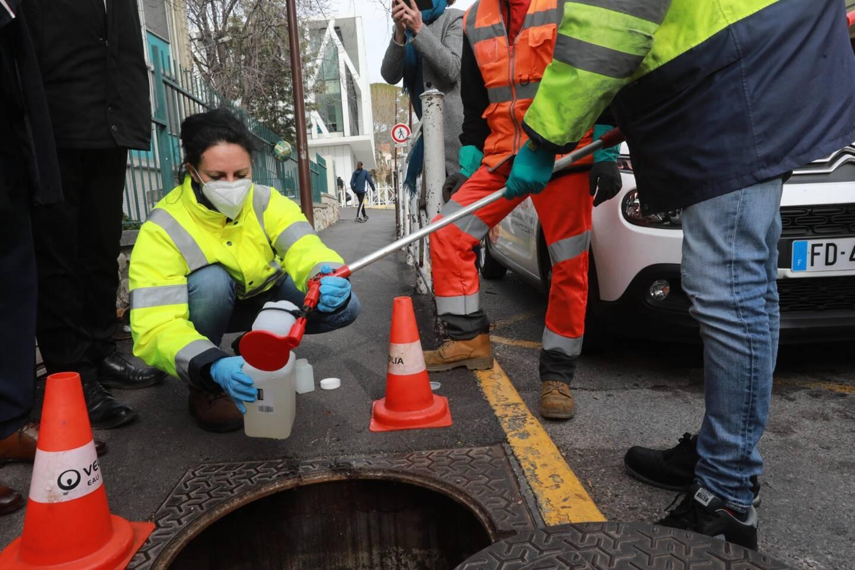 Première étape : le prélèvement des eaux usées provenant des cinq établissements scolaires et des deux maisons de retraite municipales.
