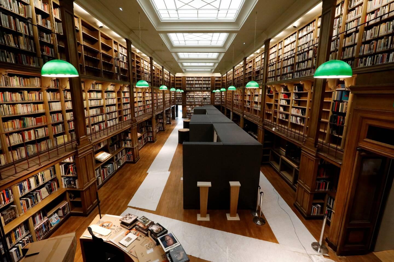 La vieille bibliothèque, accueillant 40.000 ouvrages a été refaite tout en gardant tout son charme.