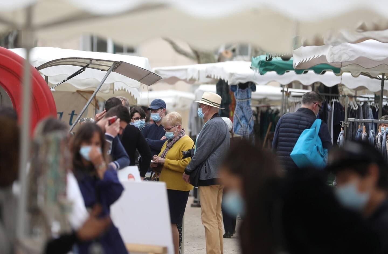 Au marché de la place des Lices, à Saint-Tropez, mardi matin.