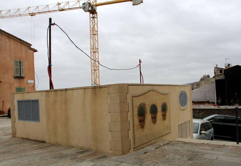 Place de la Liberté, le transformateur qui alimentera la maison pour seniors est en cours d'édification.