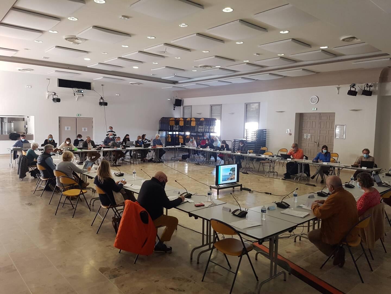 Le conseil municipal s'est réuni à la salle Voli afin que les mesures barrières soient respectées.