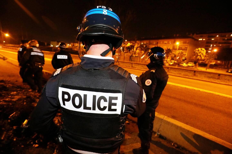 Après les violentes attaques de dimanche soir dernier contre les forces de l'ordre dans le quartier de la Gabelle à Fréjus, les premières suites judiciaires commencent à se définir.