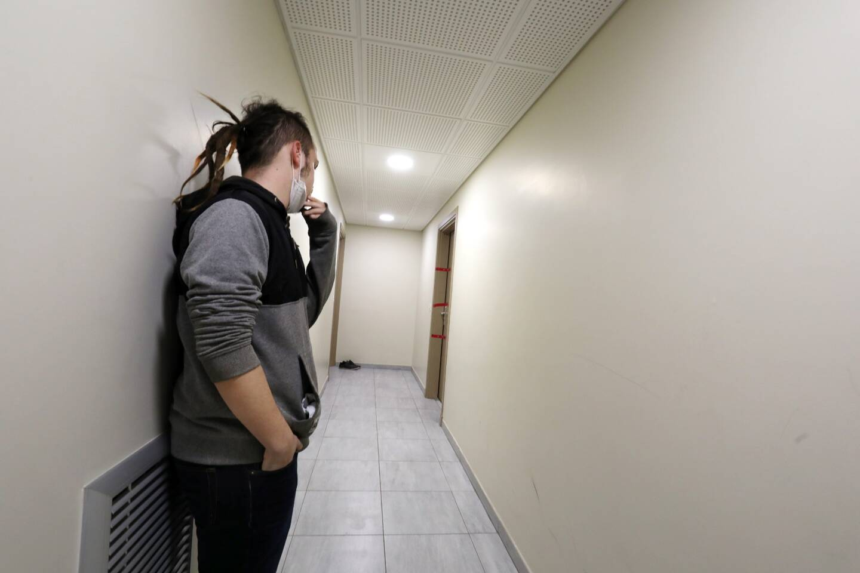 Le drame s'est noué dans l'appartement situé au bout de ce couloir, au rez-de-chaussée de la résidence Terra Gaïa, quartier de Caïs à Fréjus.