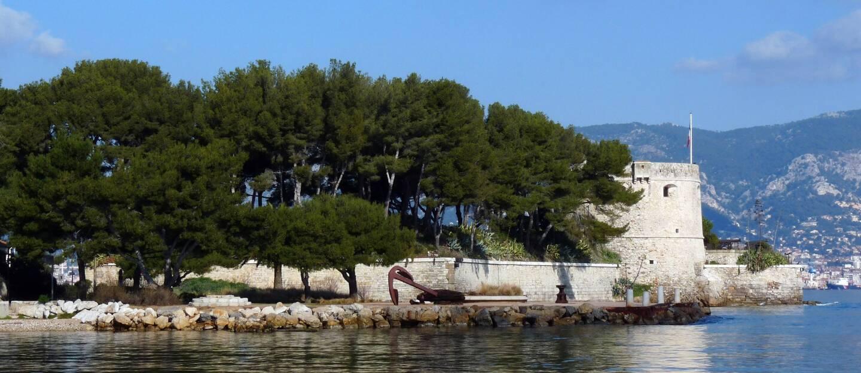 Avec un projet axé sur l'histoire de la plongée sous-marine, des Mousquemers à l'Ifremer, la ville souhaite que le fort devienne un nouveau phare touristique.