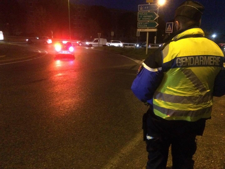Opération de contrôle des justificatifs d'automobilistes après le couvre-feu de 18 heures, samedi au Muy.