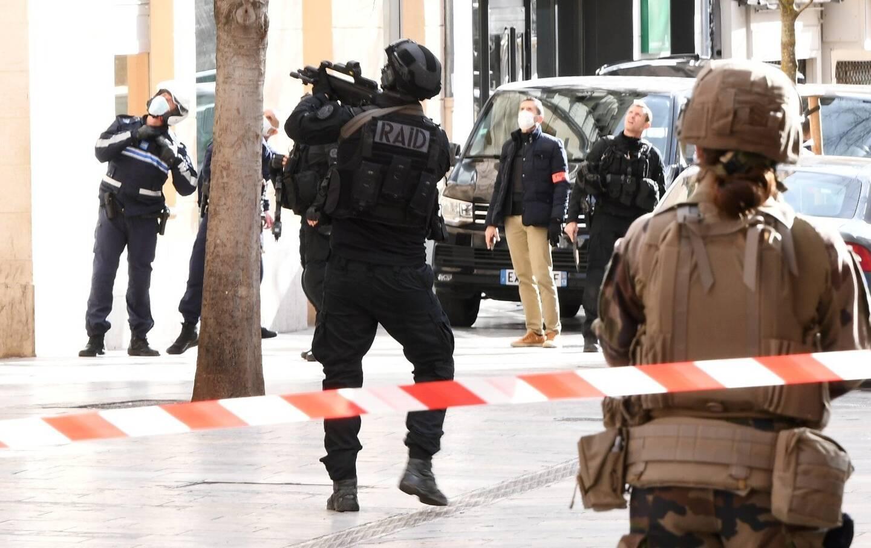 Arrivé de Marseille, le Raid a procédé à l'interpellation du suspect vers 15h.