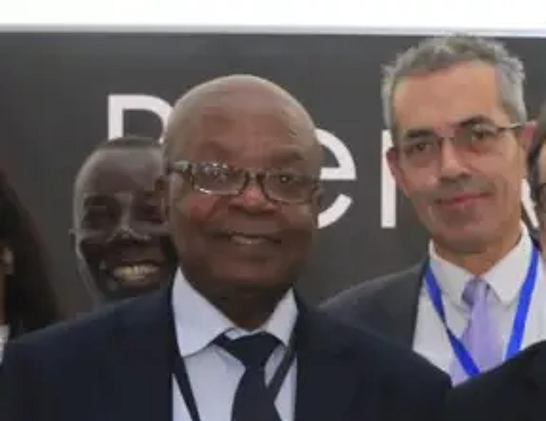 Michel-Paul Correa (à droite), ici avec l'inventeur d'Immunorex, un professeur gabonais.