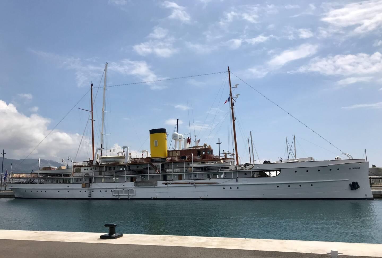 Le SS Delphine est amarré à La Seyne.