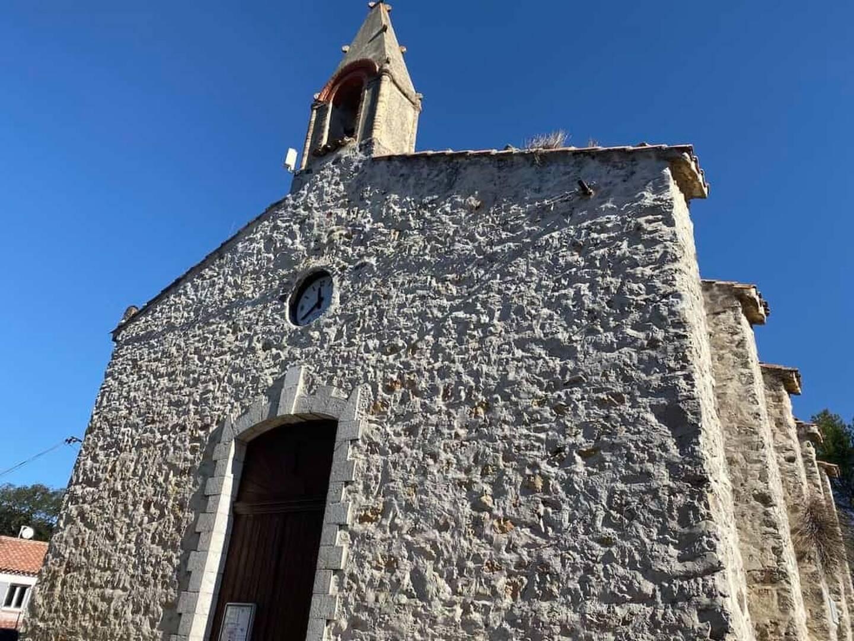 L'église Saint-Joseph du Broussan souffre de problèmes d'étanchéité.