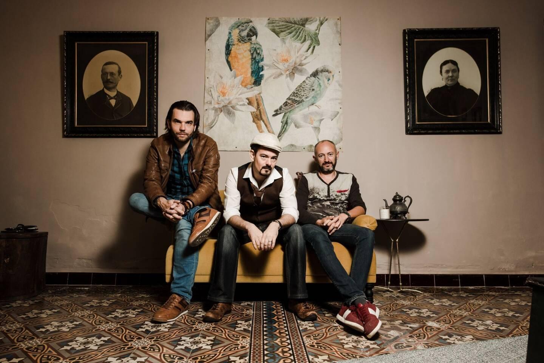 Le trio tropézien a dû retarder la sortie de leur album.
