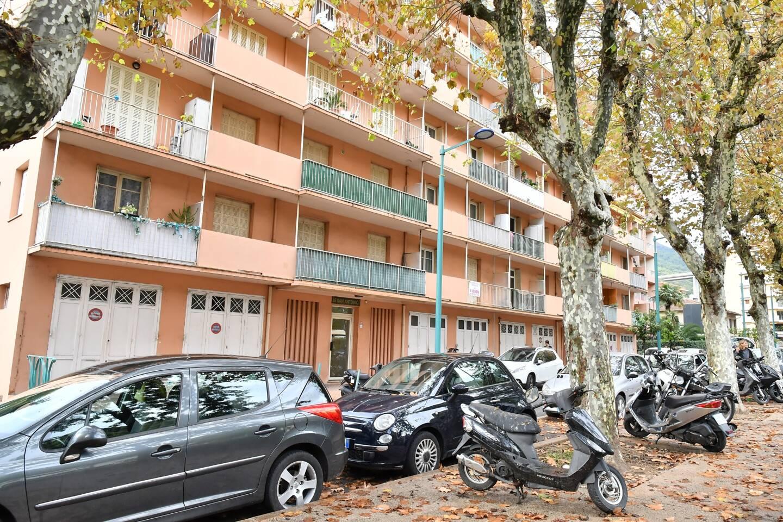"""La résidence """"Jeanne d'Arc"""" à Menton, l'un des deux immeubles où les policiers du Raid et de la BRI ont procédé aux interpellations le 7 novembre 2017. Parmi eux, cinq Mentonnais, tous radicalisés."""